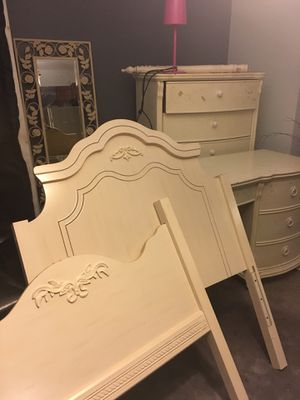 Twin bedroom set... hand antwin bedroom set for only $325: head & foot board ,chest, vanity / desk, matching stand up mirrorsh for Sale in Southfield, MI