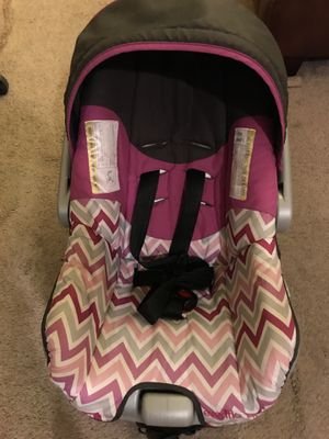 Baby car seat with base for Sale in Rochester, NY