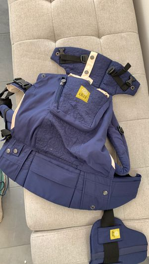 Lille Baby Baby carrier navy color for Sale in Snohomish, WA