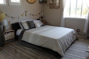Queen Bed Frame for Sale in San Jose, CA