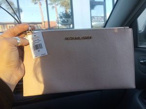 Michael kors wrist wallet for Sale in San Bernardino, CA