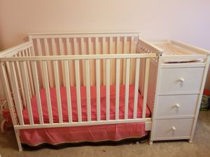 Crib, day bed, changing table, 4 in 1 combo for Sale in Bolingbrook, IL
