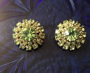 Vintage Weiss Earrings for Sale in Sierra Vista, AZ