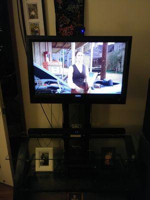 Selling a 32 inches Vizio tv with original remote for Sale in Portland, OR