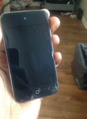 iPod touch 4gen (cracks but works smoothly) for Sale in Tempe, AZ