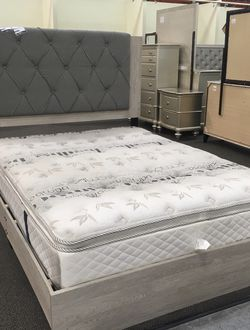 NEW QUEEN BED WITH MEDIUM SOFT MATTRESS AND BOX SPRING for Sale in Los Angeles,  CA