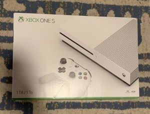 Xbox one S 1 Tb & headset for Sale in Dallas, TX