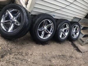 "20"" Rims 6 Lug 275/55r20 for Sale in Chicago Heights, IL"
