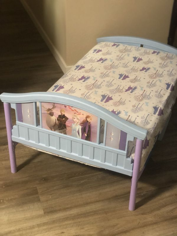 "Kids bed ""Frozen"" w/ mattress (BARELY USED)"