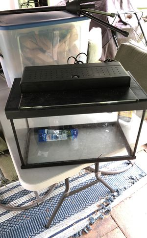 Small fish tank with light and skimmer for Sale in West Palm Beach, FL