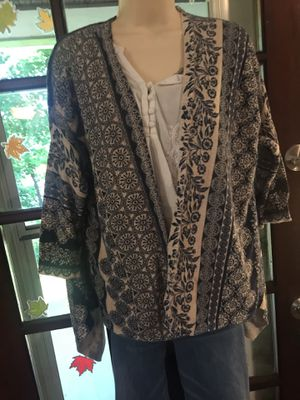 Size XL Women's gorgeous cardigan 3/4 length sleeve- cream/ navy for Sale in Butler, PA