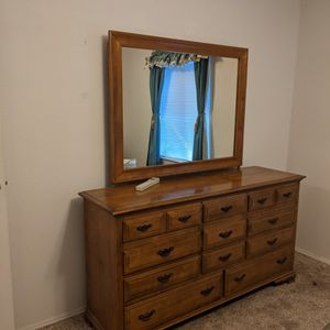 Dresser With Mirror for Sale in Canby, OR