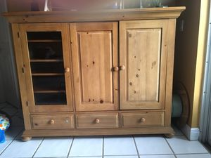 Armoire for Sale in FL, US