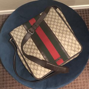 GUCCI GG SUPREME MESSENGER BAG IN BEIGE/EBONY for Sale in Surprise, AZ