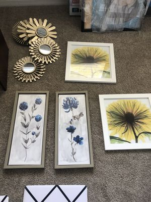 Wall art/mirrors/picture holders for Sale in Las Vegas, NV