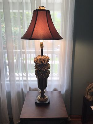 Antique table lamp!good condition! for Sale in East Chicago, IN