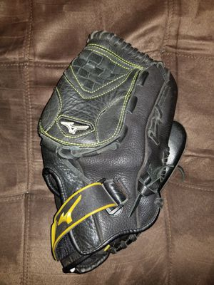 Softball glove for Sale in Ashville, OH
