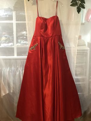 Red prom/hoco dress for Sale in Douglasville, GA