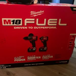"""Milwaukee 2-tool Combo Kit 1/2 """" Hammer Drill And 1/4"""" Hex Impact Driver With 2 5.0 Batteries + 2.0 for Sale in Portland, OR"""