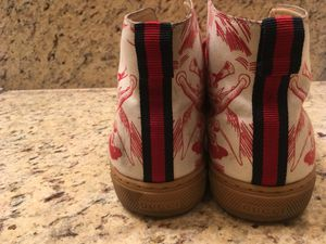 e466b76efd2 %100 AUTHENTIC Men s Gucci Size 9 fits like size 10 only  200 or best offer