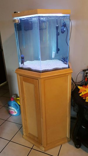 40 GAL. OCTAGON FISH TANK for Sale in Alhambra, CA