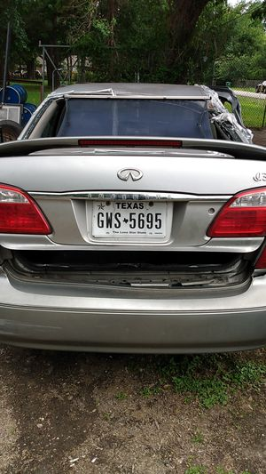 Sale in parts motor and transmission good $800 175,000 miles year 2000 for Sale in Houston, TX