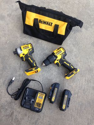 Dewalt 20v atomic hammer drill set for Sale in Los Angeles, CA