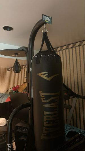 BRAND NEW PUNCHING BAG NEVER USED for Sale in Woodstock, MD