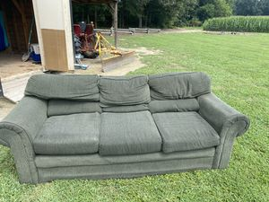 3 person couch for Sale in Monroe, NC