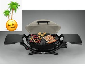 Weber Q2000 propane table top grill for Sale in Las Vegas, NV