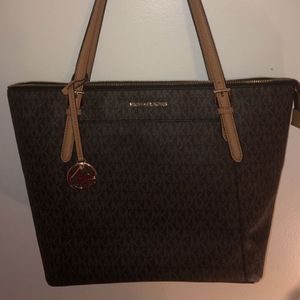 Michael kors tote bag for Sale in Glen Burnie, MD