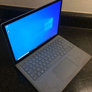 Microsoft surface laptop core core i5/4gb ram/128gb platinum- year 2017- $490 firm no trade for Sale in West Sacramento, CA