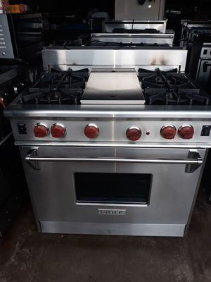 """WOLF PROFESSIONAL STOVE 36"""" NATURAL GAS 4 BURNERS AND GRILL for Sale in Hayward, CA"""