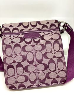 COACH PURPLE SIGNATURE CROSSBODY MESSENGER BAG for Sale in Orlando,  FL