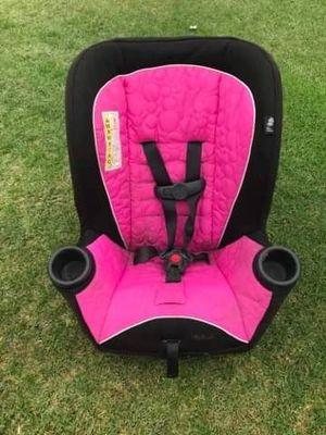 kids car seat needs a wash FIRM PRICE NO DELIVERY CASH OR TRADE FOR BABY FORMULA for Sale in Los Angeles, CA