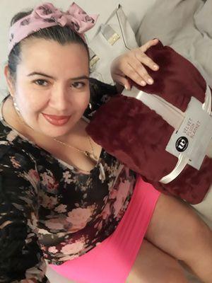 BLANKET LINDA Y SUAVE NUEVA for Sale in Miami, FL