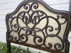 Head board for Sale in Palm Valley, TX