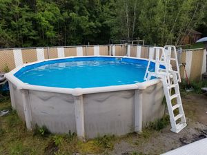 18' Above Ground Leslie's Pool - Complete Setup for Sale in Pleasant Mount, PA