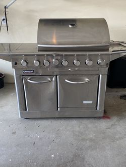 Large Propane Grill with side burner and oven for Sale in Macomb,  MI