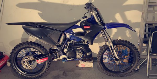 Yz250 no problems start first kick and strong bike every gear pops up rebuilt it and u can see really clean bike just put new rims on them today and
