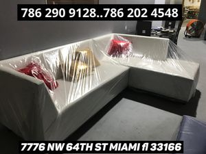 Gorgeous sectional couch never used for Sale in Doral, FL