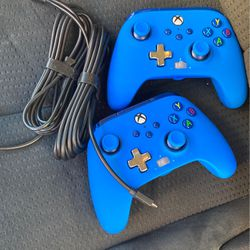 2 Xbox One Controllers for Sale in Lithia,  FL