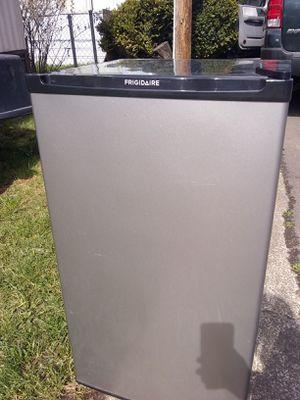 Frigid air mini fridge for Sale in Portland, OR