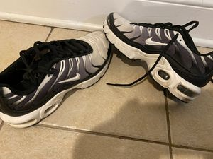 Nike Youth Sneakers Size 6.5 Black/White for Sale in New York, NY