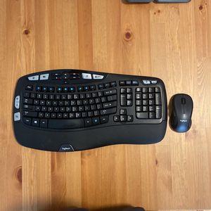 Logitech MK550, Wireless Mouse & Keyboard for Sale in Seattle, WA