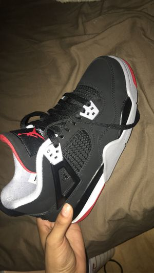 Retro 4s size 5.5 for Sale in Fresno, CA