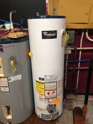Whirlpool water heater for Sale in Cleveland, OH