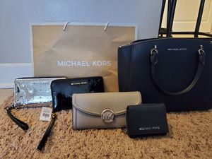 Misc. Authentic purses, wallets: Coach, Vera Bradley, and Michael Kors for Sale in Holyoke, MA
