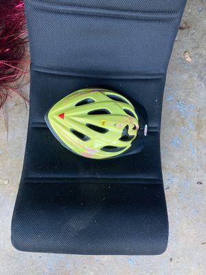 Bike helmet for Sale in Brownstown Charter Township, MI