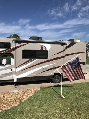 2015 Thor four winds motor coach. 24 ft. Like new condition. Gas engine and generator. for Sale in Edgewater, FL